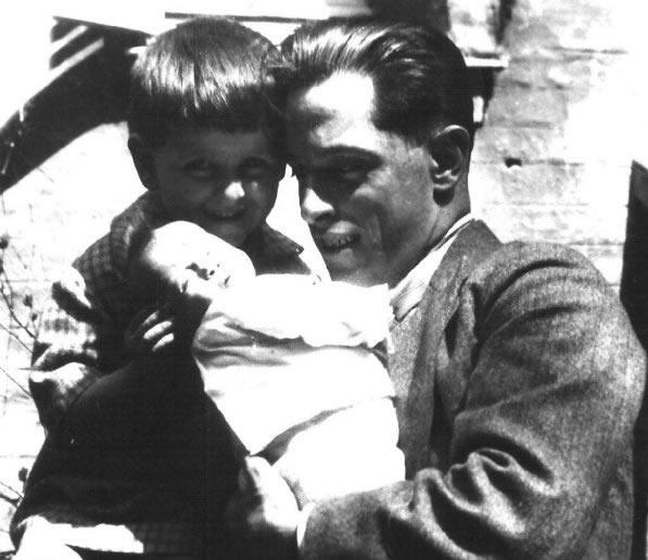 Benjamín Carrión with his young children: Jaime Rodrigo and María Rosa in Le Havre, France, 1929.