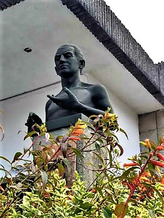Bust of César Dávila Andrade at the University of Cuenca